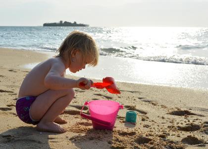 Børn kan få dagevis til at gå med det bløde sand og varme hav