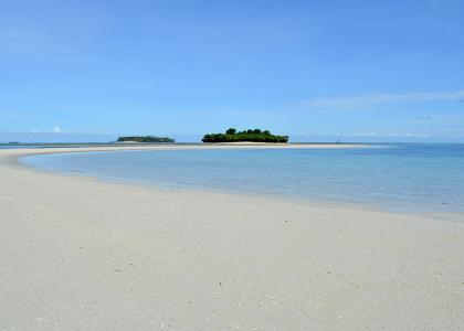 Der er en dejlig privat strand på øen