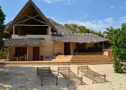 Den store villa med 2 soveværelser ligger også lige ned til stranden