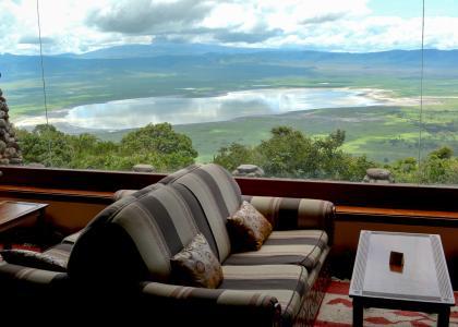 Der er en helt fantastisk udsigt over krateret fra både terrasse og bar