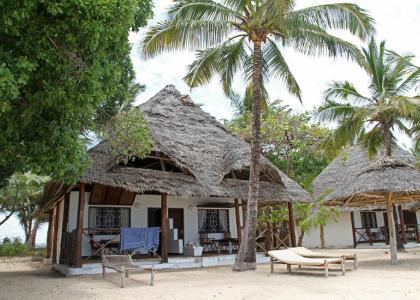 En af de 5 hytter, lige ned til havet. Hver hytte er inddelt i 2 værelser